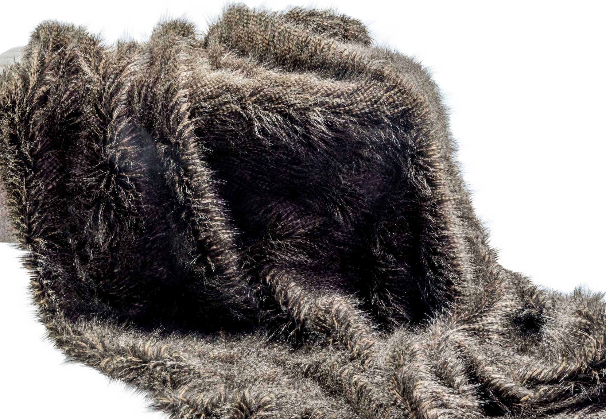 silk-estate-marquee-weddings-and-events-styling-and-hire-decore-faux-fur-throw-1